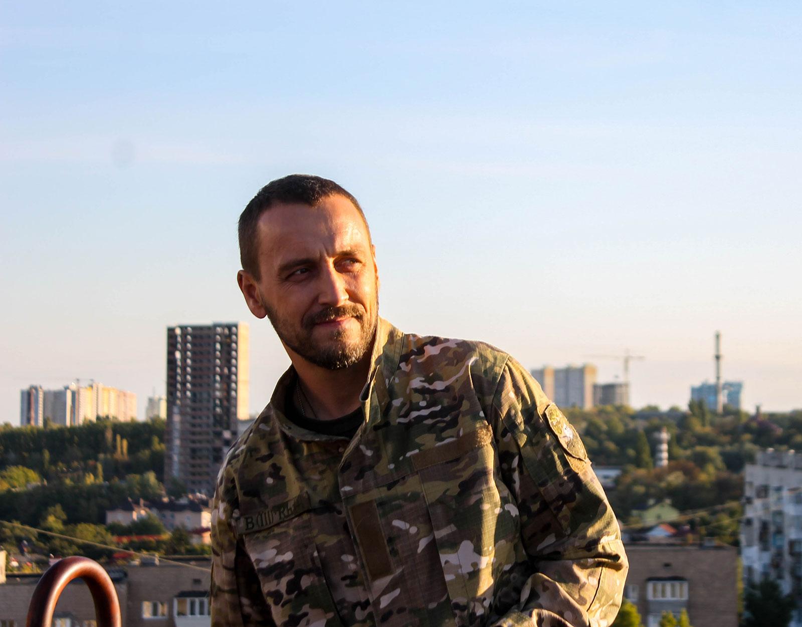Головну роль в серіалі «Доброволець» зіграє актор ветеран АТО Олег Шульга