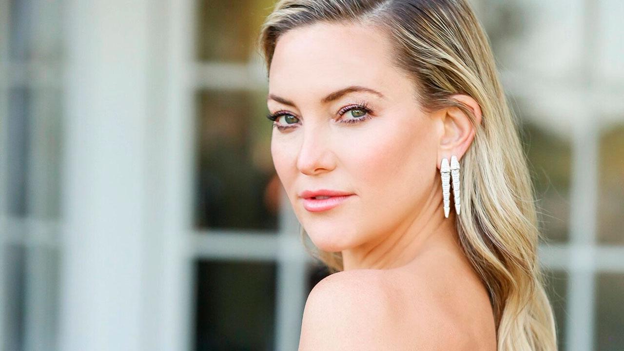 42-річна актриса Кейт Хадсон похвалилася діамантовим кільцем від нового нареченого